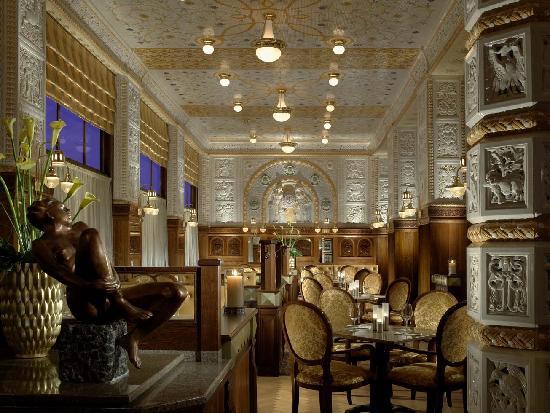 """Disfruta de la atmósfera de la """"Belle Epoque"""" en el Café Imperial de Praga"""