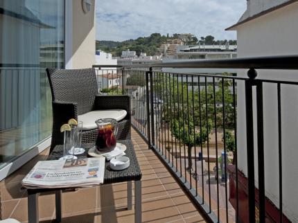 Hotel Delfin – Ubicación privilegiada en el centro de Tossa de Mar (Girona)