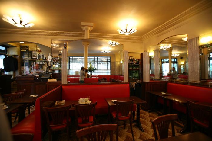 Café de Flore de París, parada obligatoria por su historia, ambiente y gastronomía
