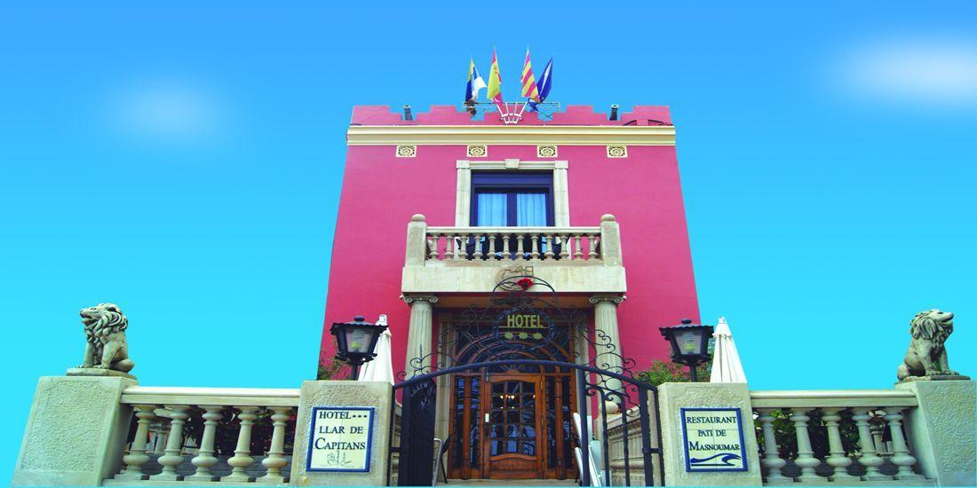 Hotel Llar dels Capitans, casa de estilo modernista frente al mar