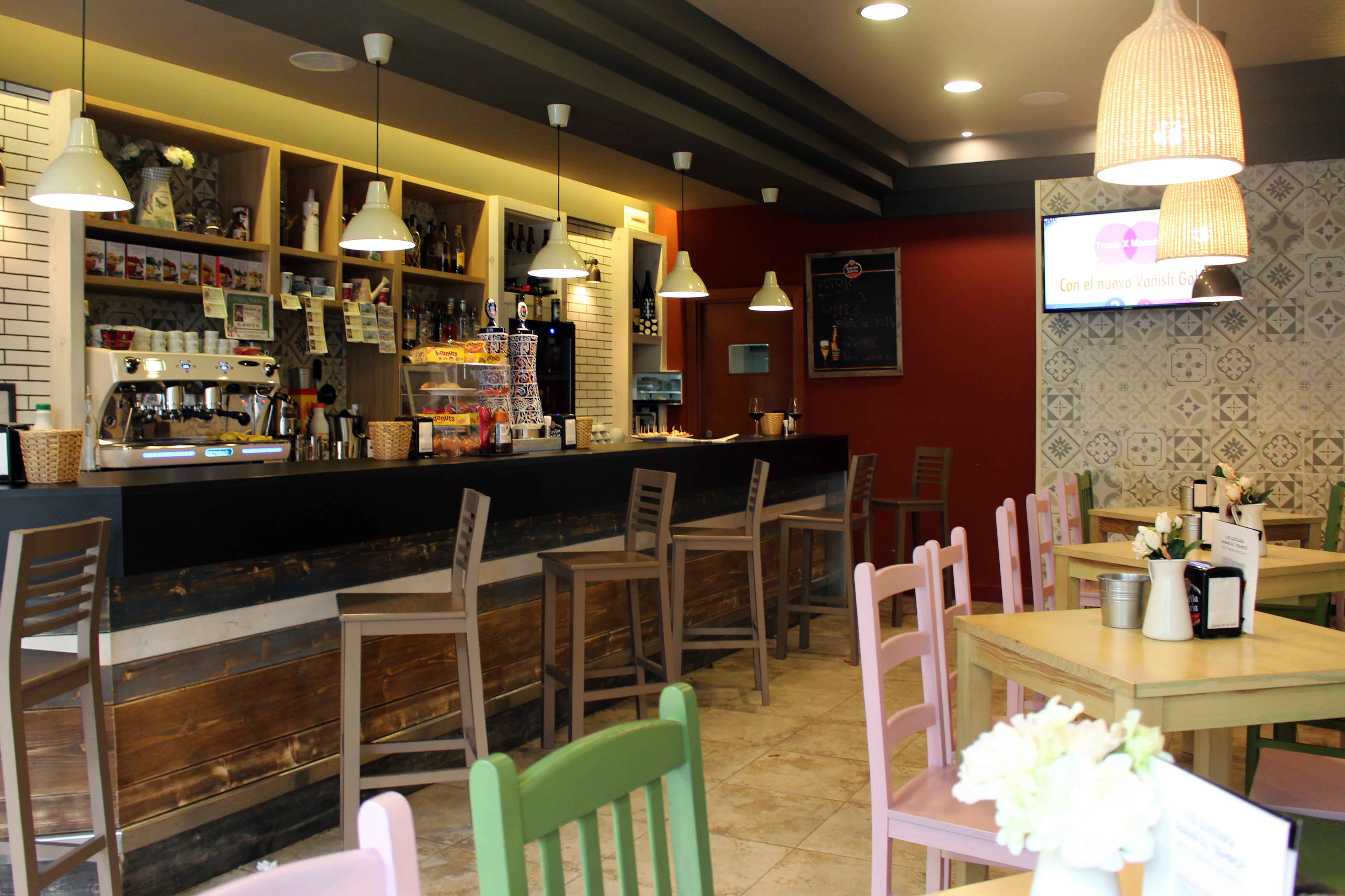 Saborea un Espresso Perfecto BOU e infusiones premium en la cafetería Alborada Vintage