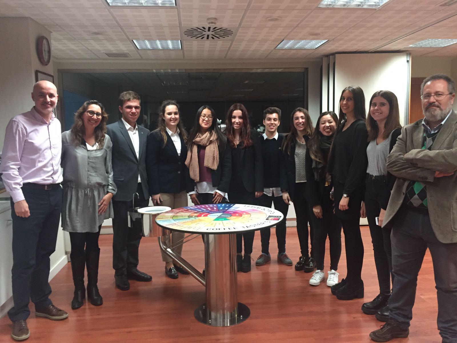 Visita estudiantes de la Facultad de Turismo y Dirección Hotelera a BOU Café